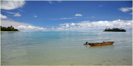 canoe on muri lagoon
