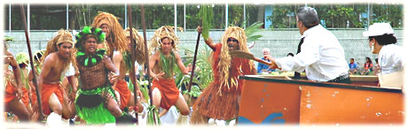 a traditional nuku play : europeans arriving on raro / nighttime / photos: Archi